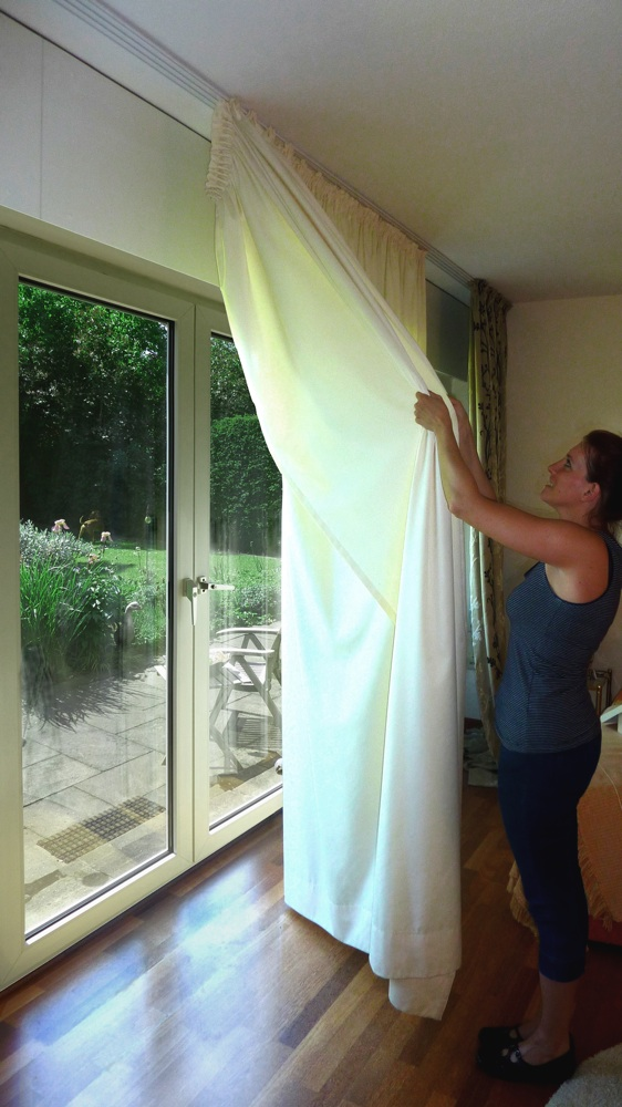 Switchgleiter Clicking Out Curtains